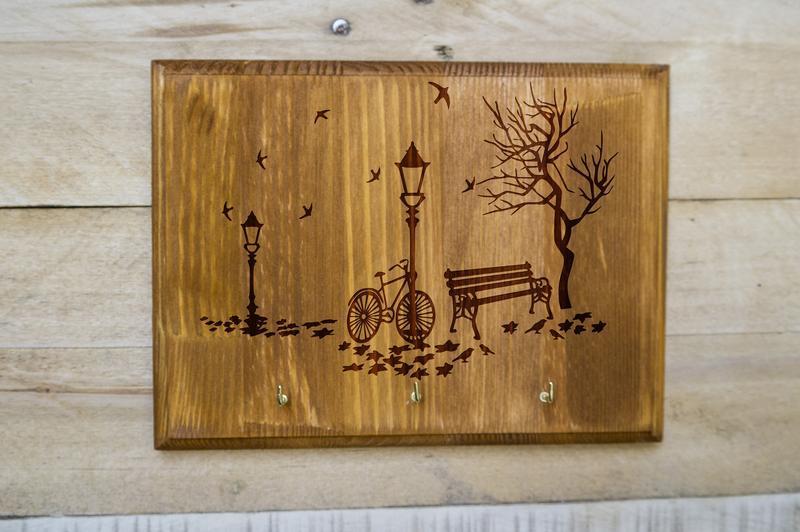 """Настенная ключница """"Тихий уголок"""" из дерева"""