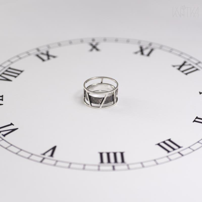 """Серебряное кольцо """"Римские часы"""""""