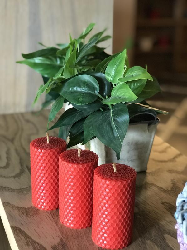 Набор из трех свечей 8.5*4.5 см красного цвета для дома, подарков и декора интерьеров