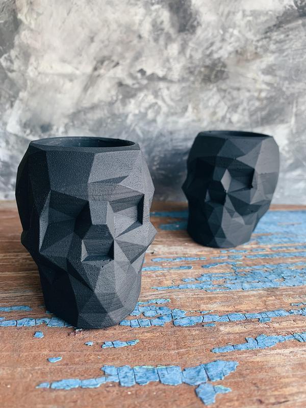 Череп из бетона (кашпо, горшок для суккулентов и кактусов; подарок, органайзер для канцелярии)