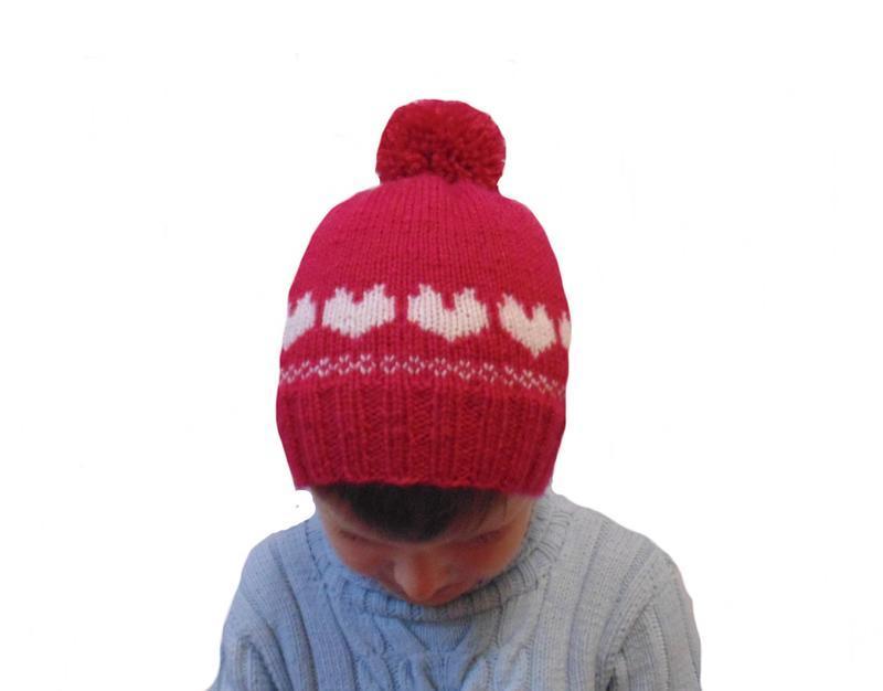 Детская шапка с сердцами и помпоном