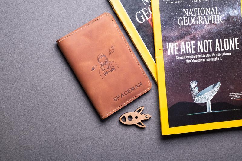 Кожаная обложка для паспорта Ирбис, дополнительные отделы для карт, билетов и холдер для ручки 0155