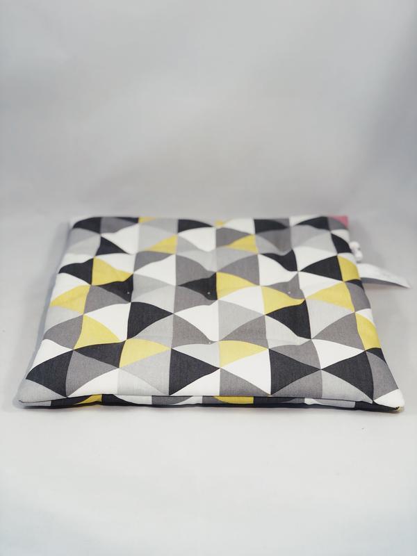 Чохол на стілець. Подушка для сидіння з геометричними малюнками. М'яке сидіння.
