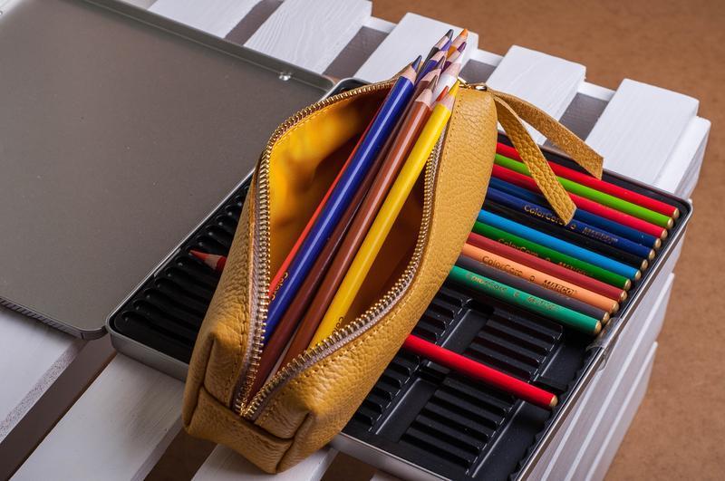 Кожаный пенал для ручек и карандашей с хлопковой подкладкой