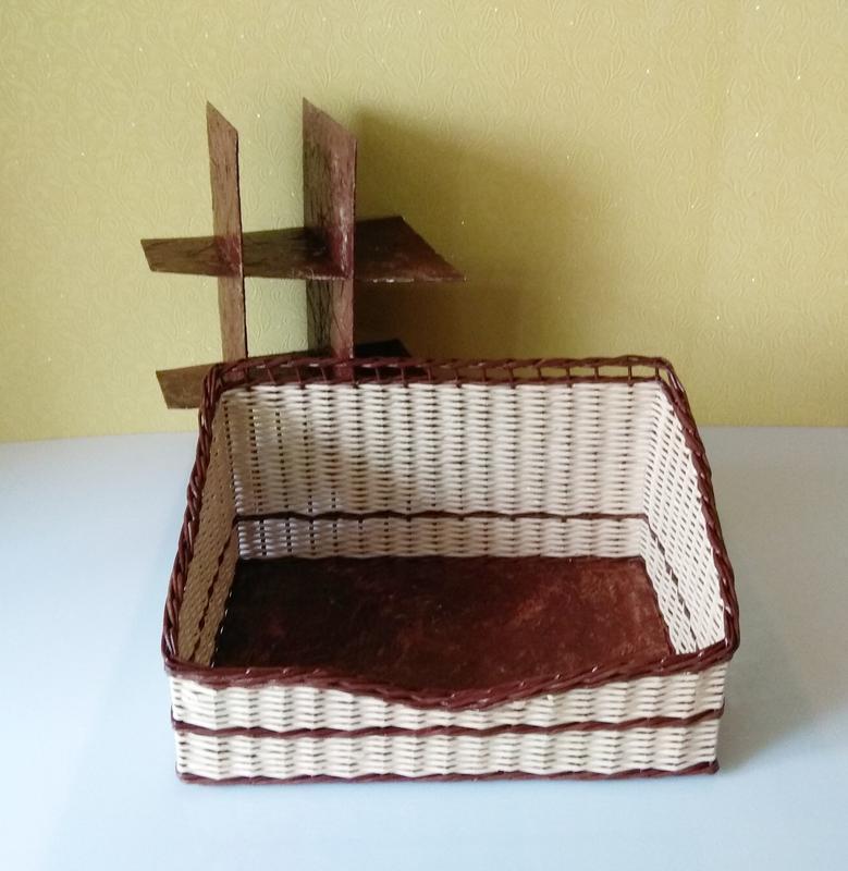 Органайзер плетёный из бумажной лозы.