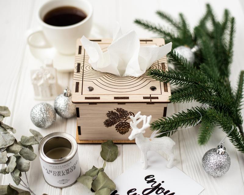 Белaя салфетница из дерева. Подарок женщине