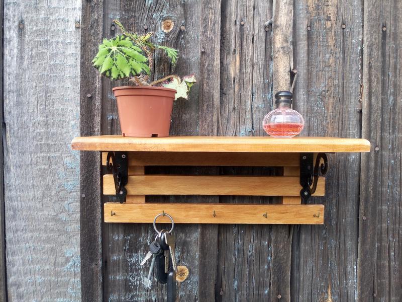 Дерев'яна полиця з гачками Дерев'яна настінна ключниця з полицею Вішалка настінна з полицею