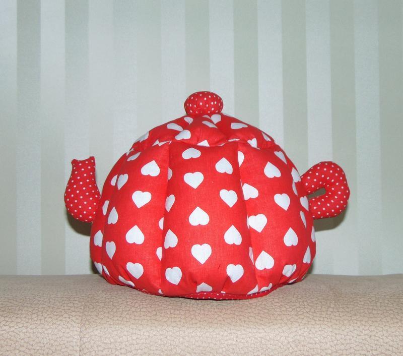 Грілка для чайника ручної роботи ЧЕРВОНА СЕРДЕЧКА (маленька)