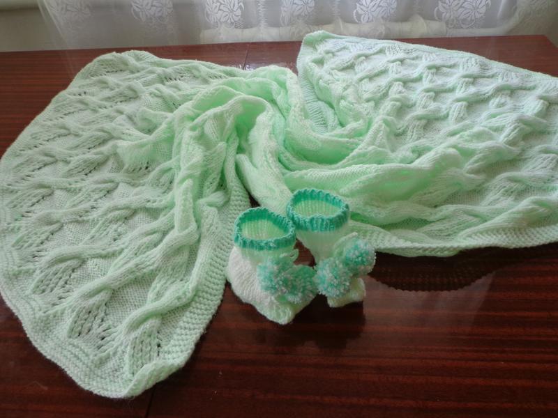 Ніжний плед і пінетки для новонародженого