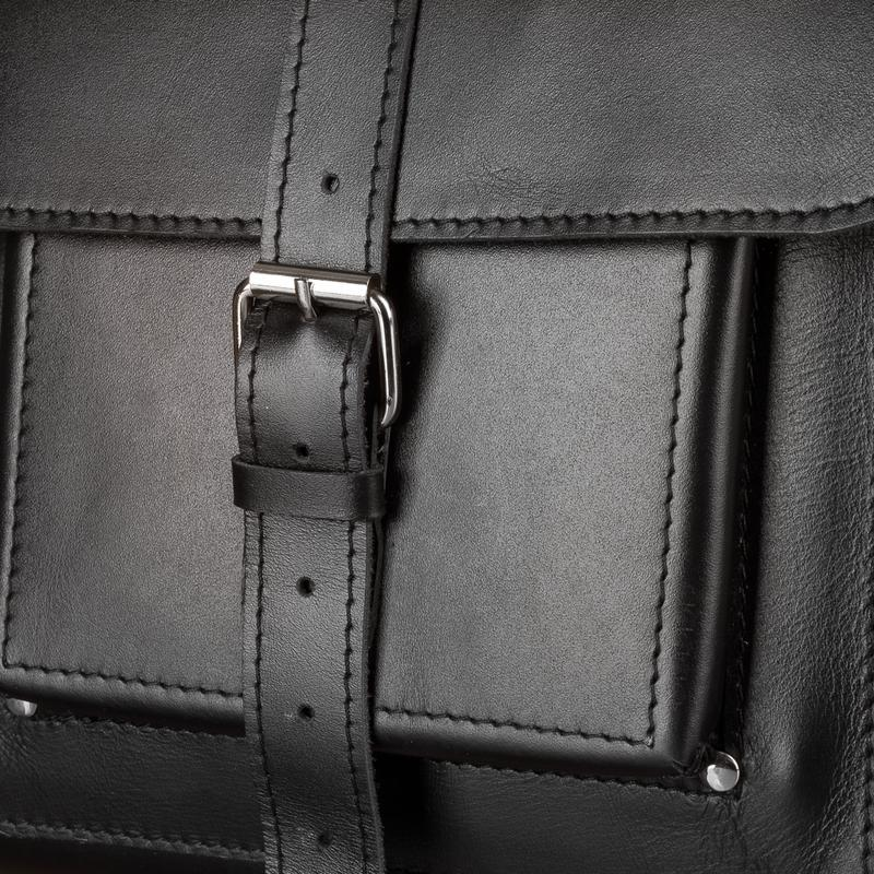 Великий чорний шкіряний рюкзак