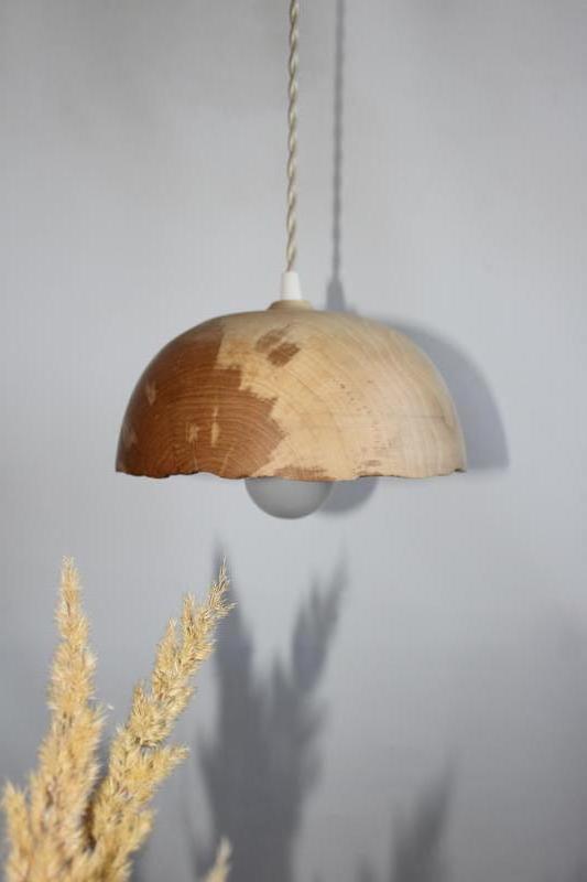 Люстра з дерева