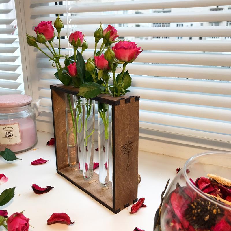 Ваза для цветов. Деревянная ваза со стеклянными пробирками, для цветов.