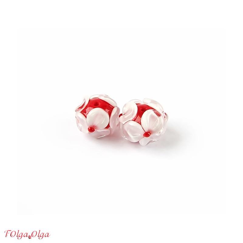 Квіти білі на червоному (намистини лемпворк пара)