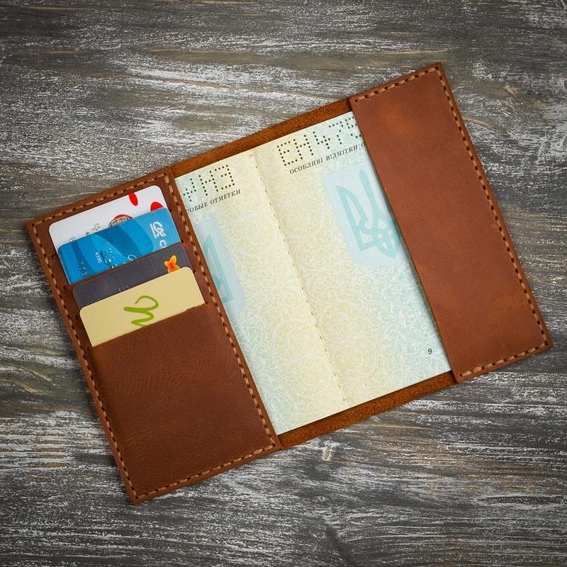 Шкіряна коричнева обкладинка на паспорт
