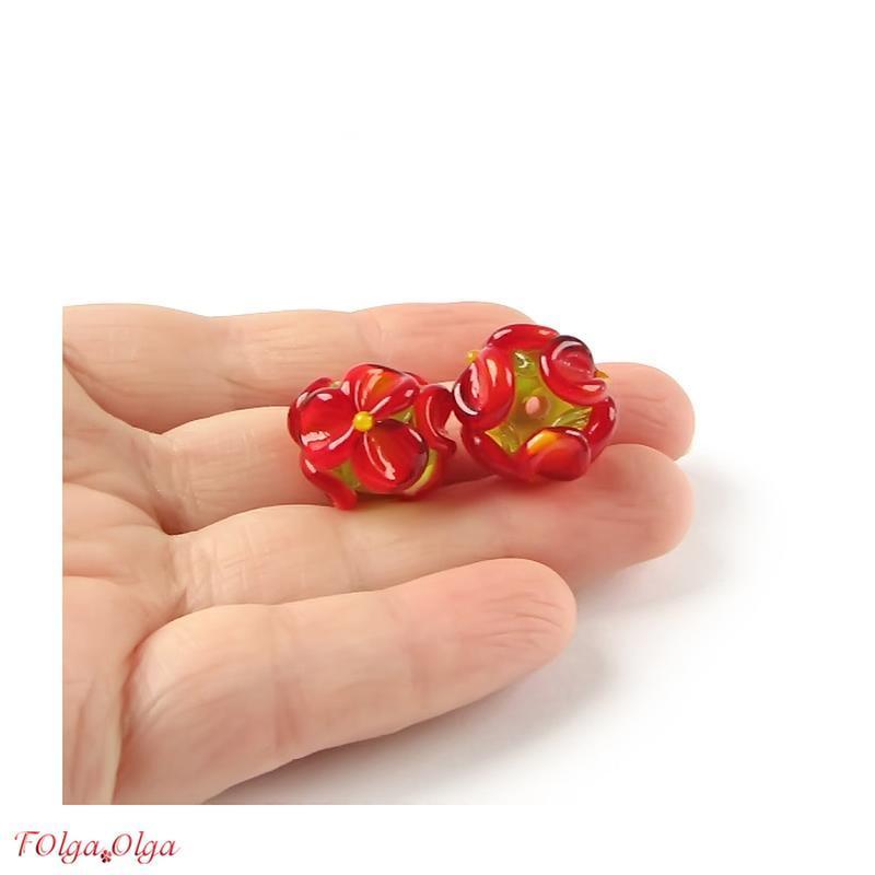 Квіти червоні на зеленому (намистини лемпворк пара)
