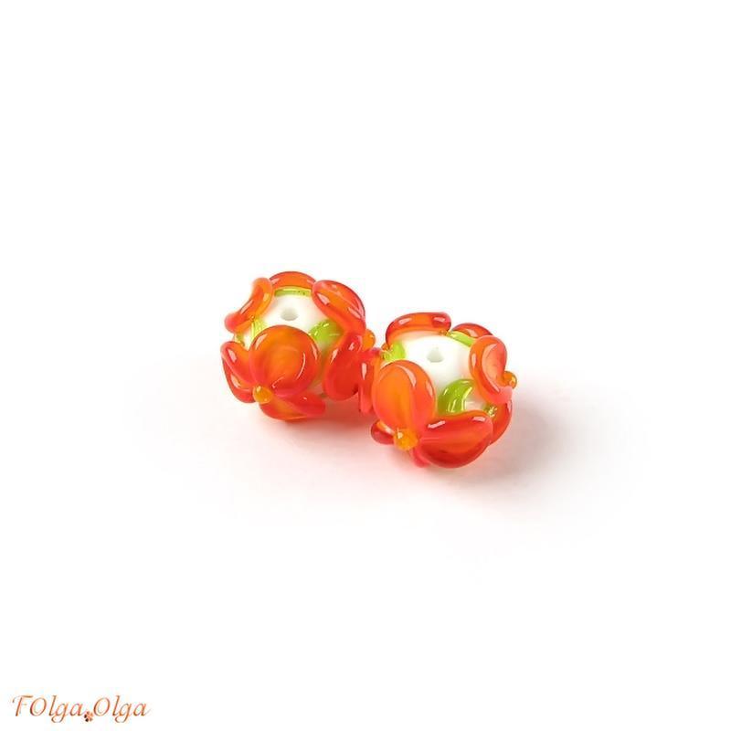Квіти помаранчеві на білому (намистини лемпворк пара)