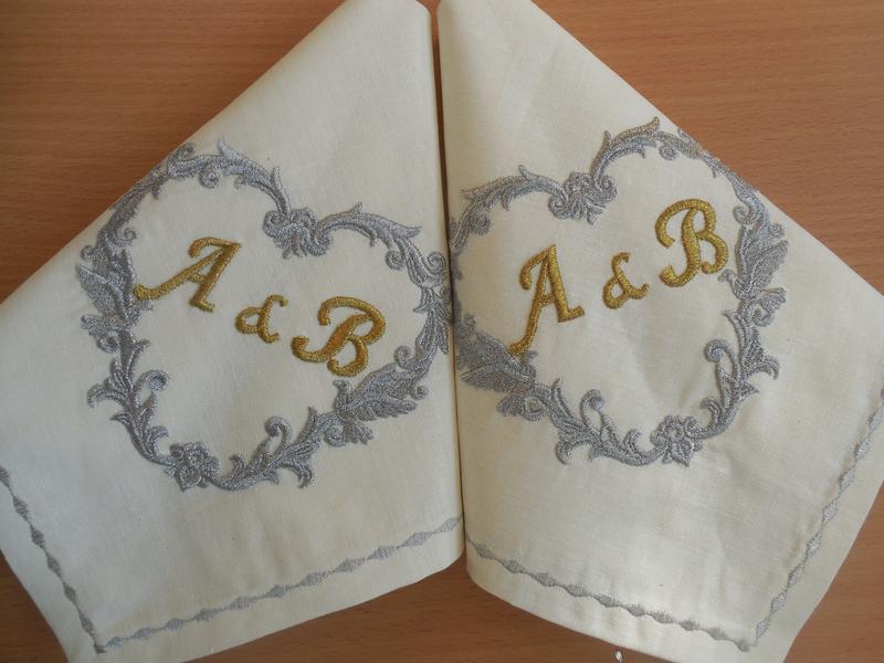 """Комплект весільних іменних серветок 2 шт. з бавовни з вишивкою ручної роботи """"Весільна монограма"""""""