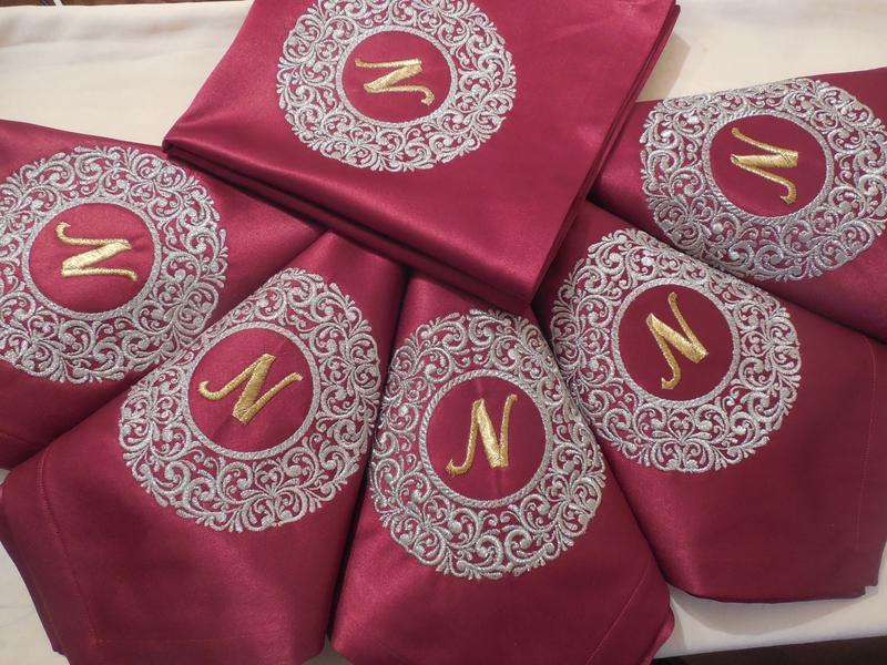 Комплект ексклюзивних іменних серветок з вишивкою ручної роботи 6 шт.