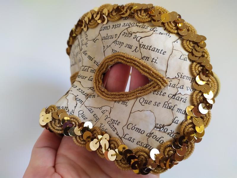 Карнавальная маска «Поет»