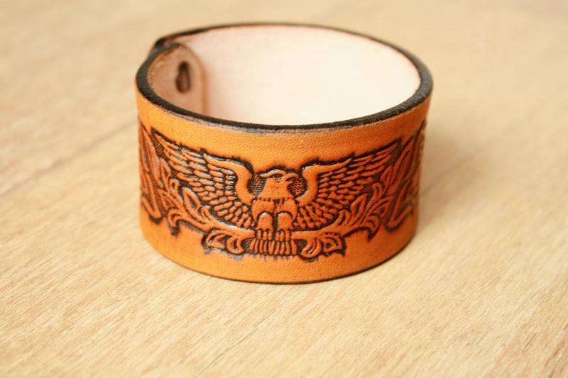 Шкіряний браслет для чоловіків (12 кольорів), браслет зі шкіри чоловічий, з тисненням орел з квітами.