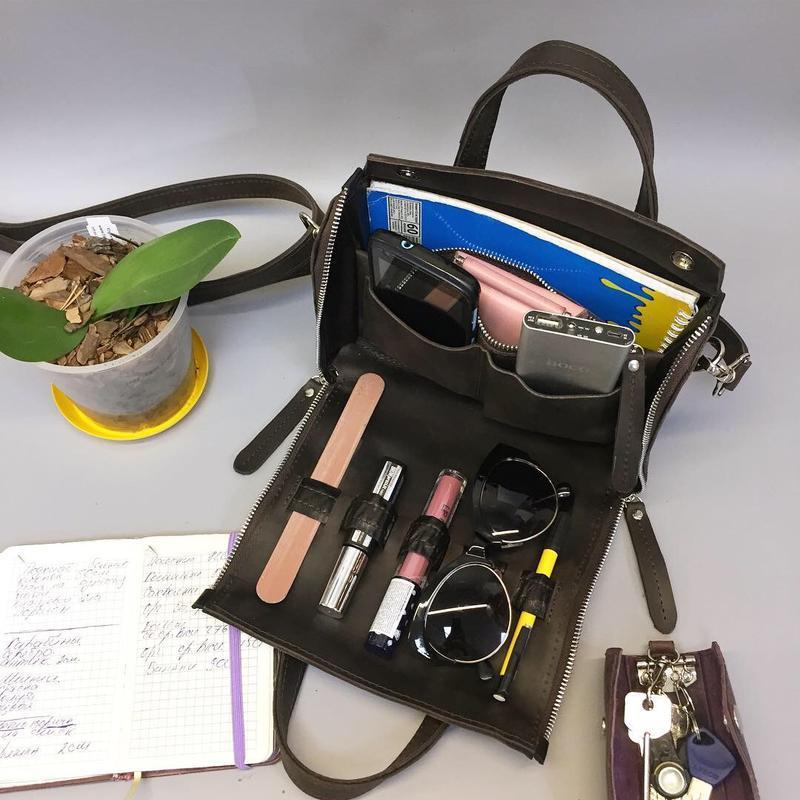 Коричневая кожаная сумка. Кожаная сумка crossbody. Кожаная сумка органайзер.