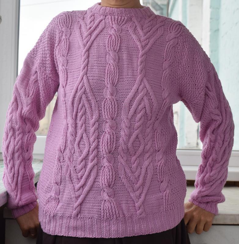Красивий светр ручної роботи