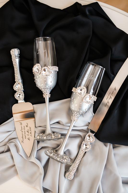 Свадебные бокалы и ножи для разрезания торта  Кристальное сердце