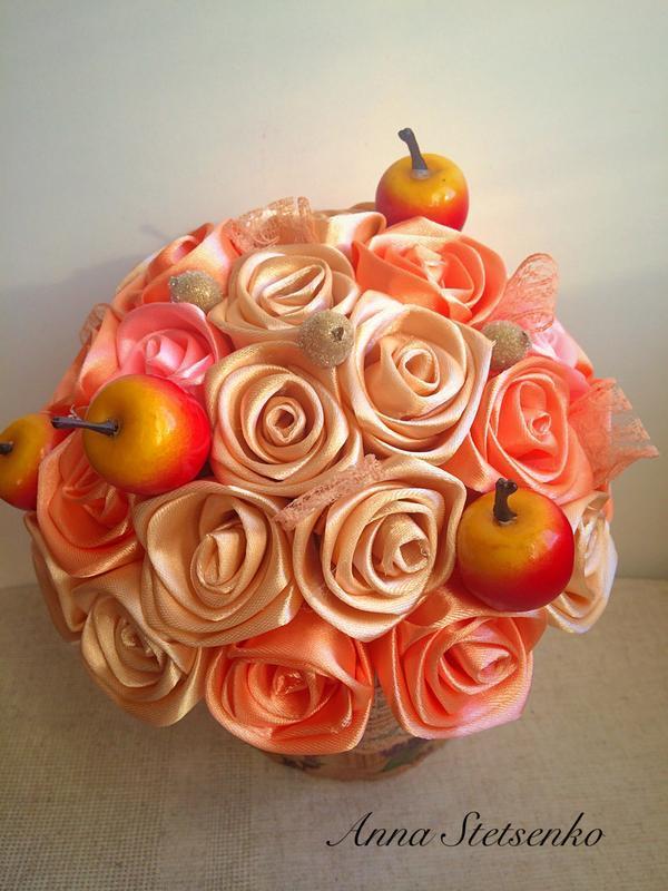 Коробочка з трояндами з атласу