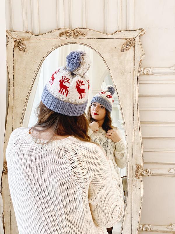 Вязаная шапка с оленями «Ноэль»