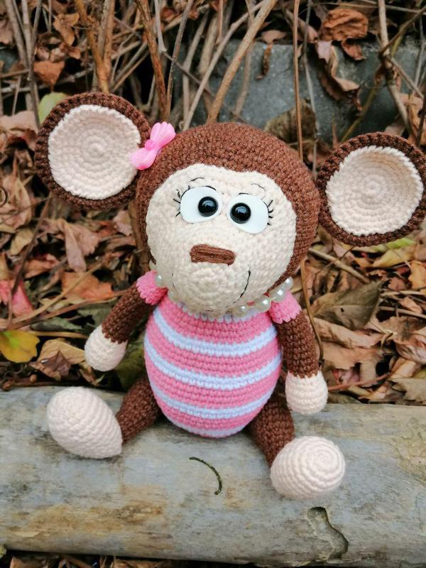 Мартышка Сьюзи, вязаная игрушка
