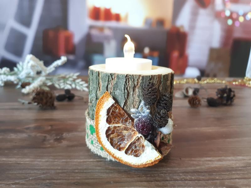 Новорічна дерев'яна підставка-свічник