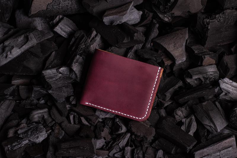 Мужской кошелек из натуральной кожи от мастерской Hidemont в бордовом цвете