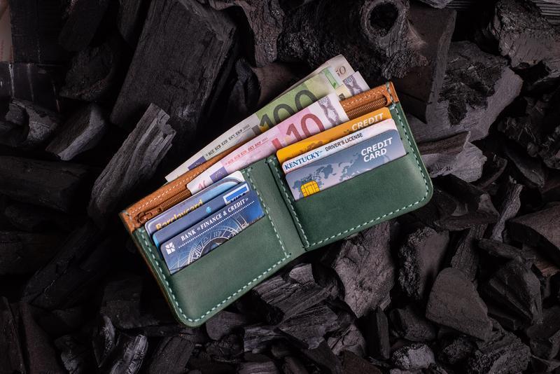 Мужской кошелек из натуральной кожи от мастерской Hidemont в зеленом цвете