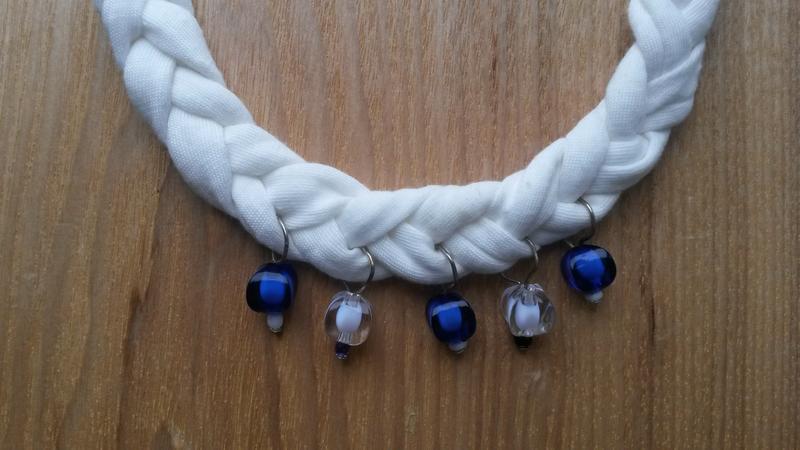 Кольє-коса ручної роботи з трикотажної пряжі
