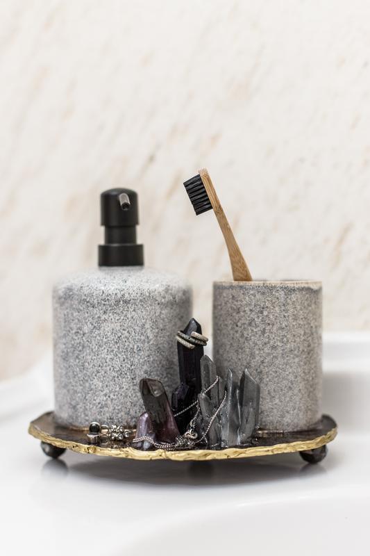 Дозатор для жидкого мыла и стакан для щеток