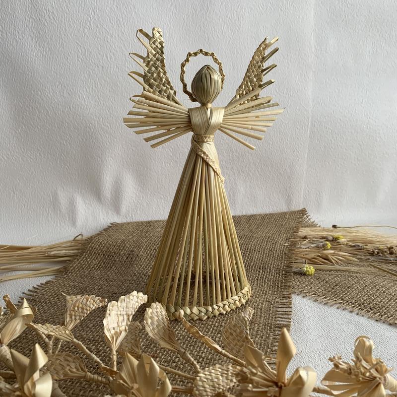 Защищающий ангел из соломы