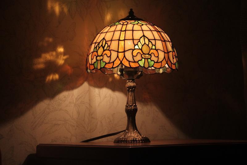 Настольный светильник в технике тиффани