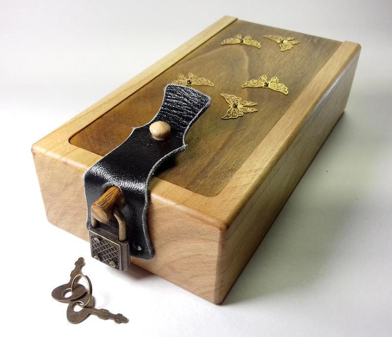 Коробочка для украшений с замком