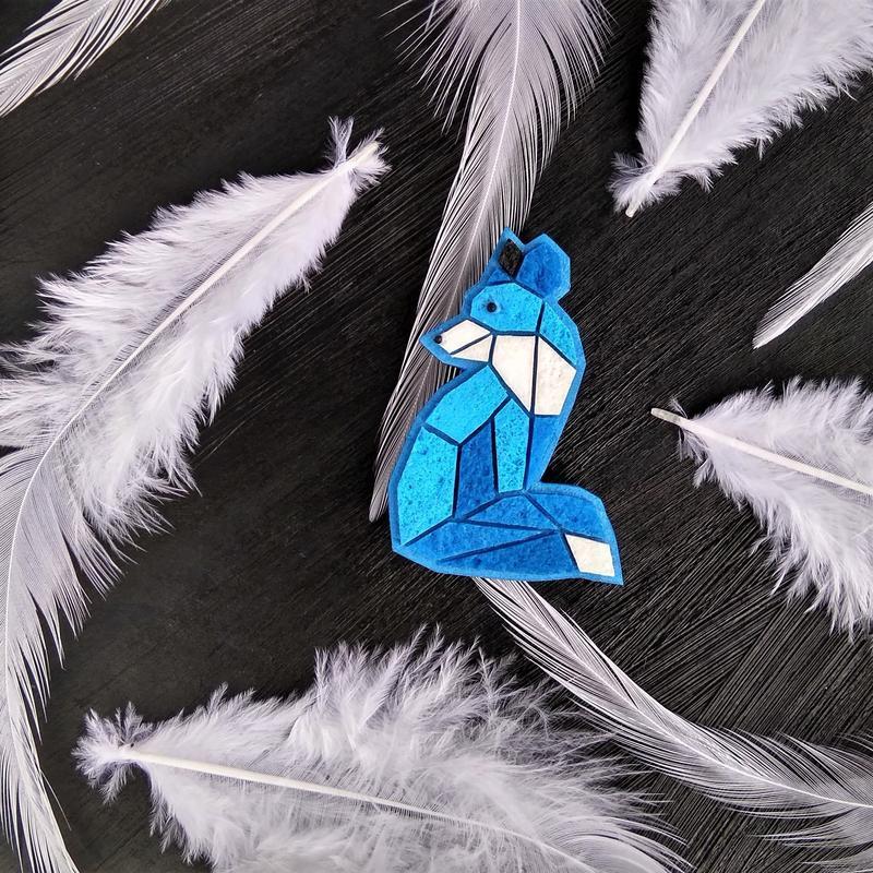 Авторская брошь фэнтези Лисенок. Необычная геометрическая брошь Лисичка. Интересное украшение