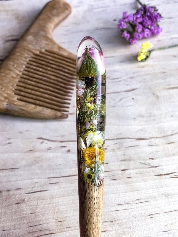 Заколка с композицией цветов Ромашка Роза в эпоксидной смоле Палочка Шпилька для волос Для пучка