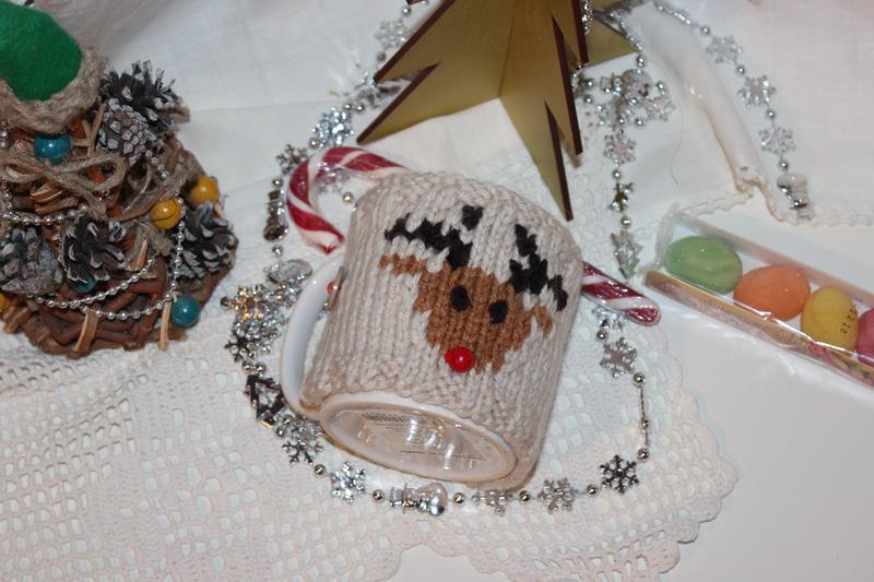 "Чехол на чашку ""Олень"", грелка на чашку, теплушка на чашку новогодняя, одежда на чашку"