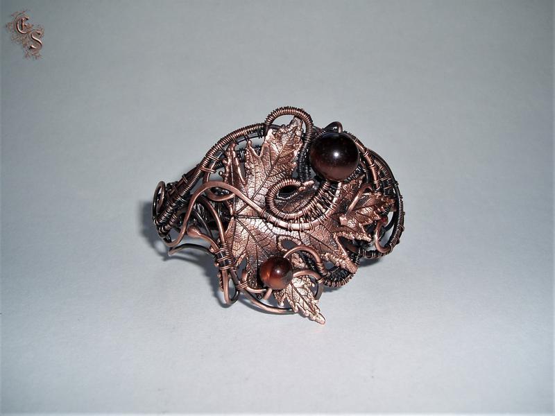 Медный браслет кленовый лист с бусинами бычьего глаза