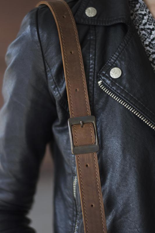 Стильная женская кожаная сумка на плече