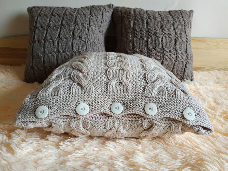 Декоративная диванная подушка вязаная с геометрическим узором - Кремовая