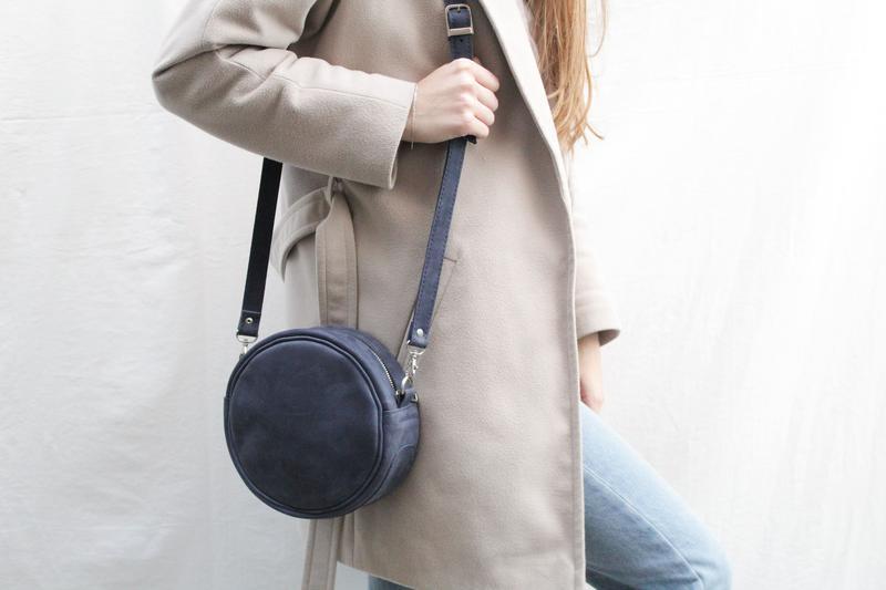 Кожаная сумочка через плечо.Круглая кожаная сумочка Стела.