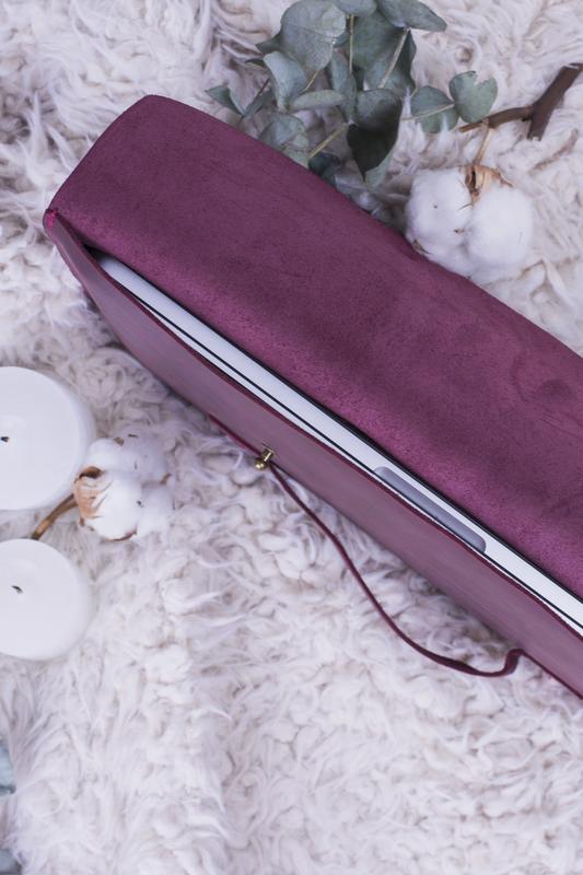 Кожаный чехол для ноутбука с ручкой бордо