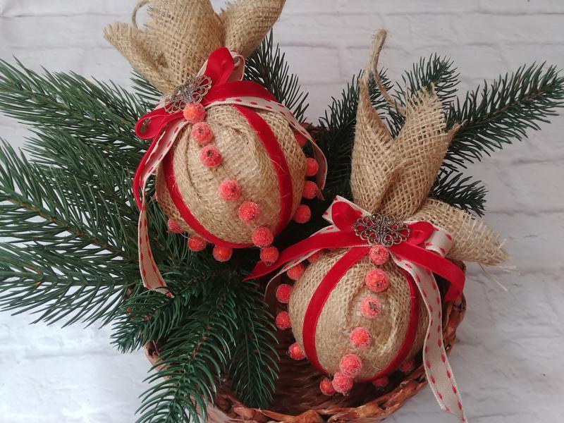 Новогодние елочные шары из мешковины в викторианском стиле