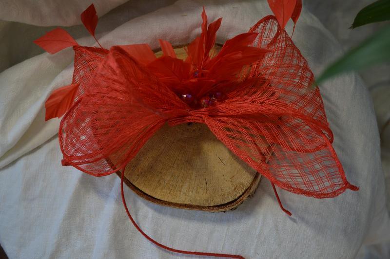 Ободок - шляпка из перьев коралловая ′Рио′