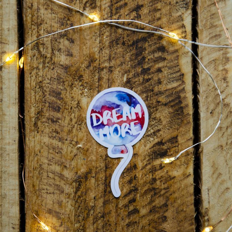 """Фигурная наклейка """"Dream more"""""""
