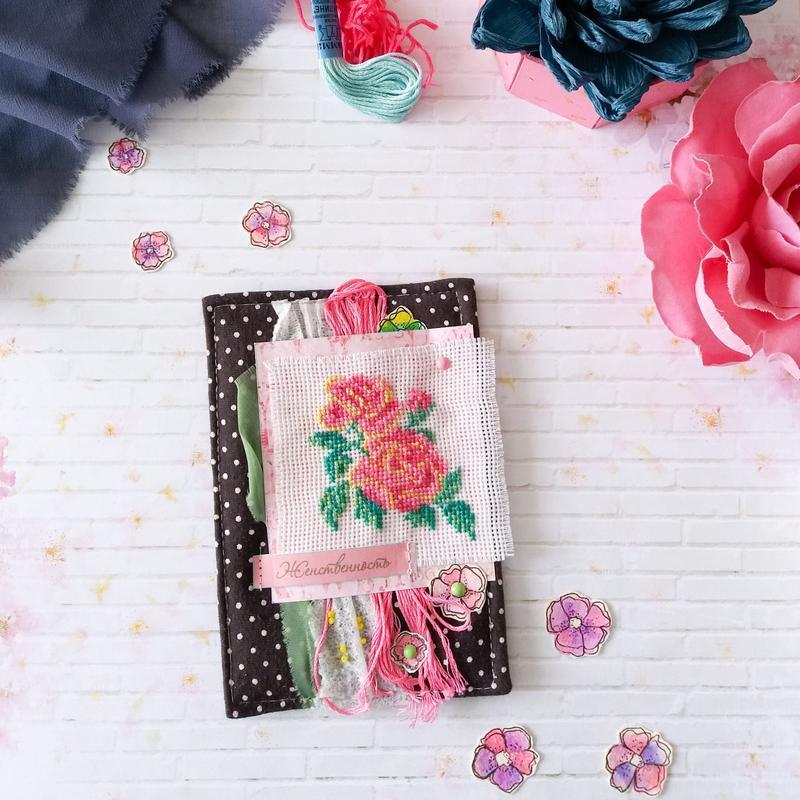 Мягкая текстильная открытка  с вышивкой